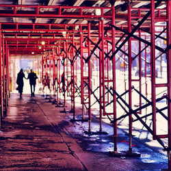Caught a silhouette of these two lovies holding hands while exploring Center City in Philadelphia