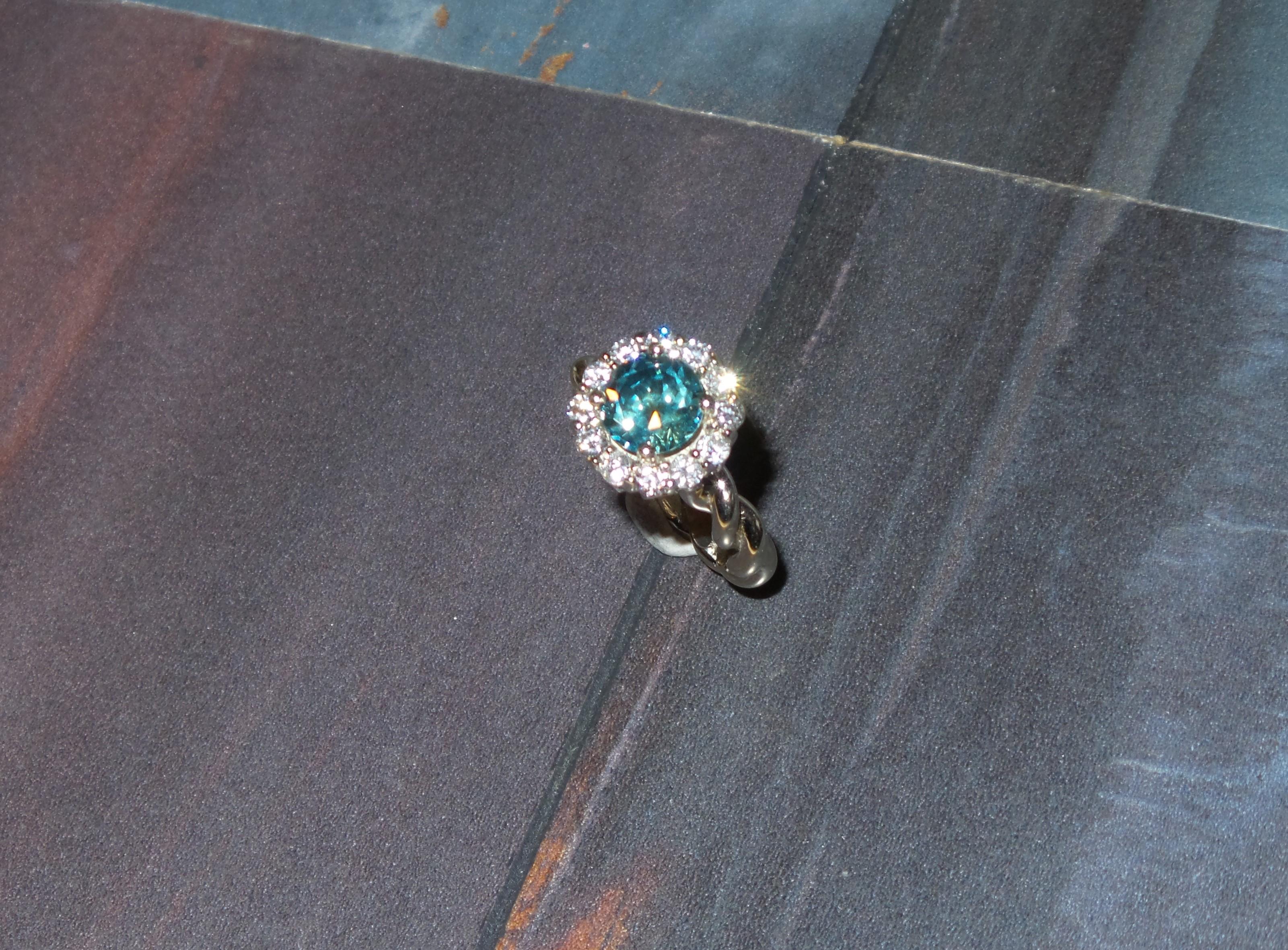 Montana Sapphire Twist Halo Ring