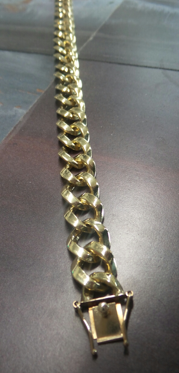 18kt Curb Link Bracelet