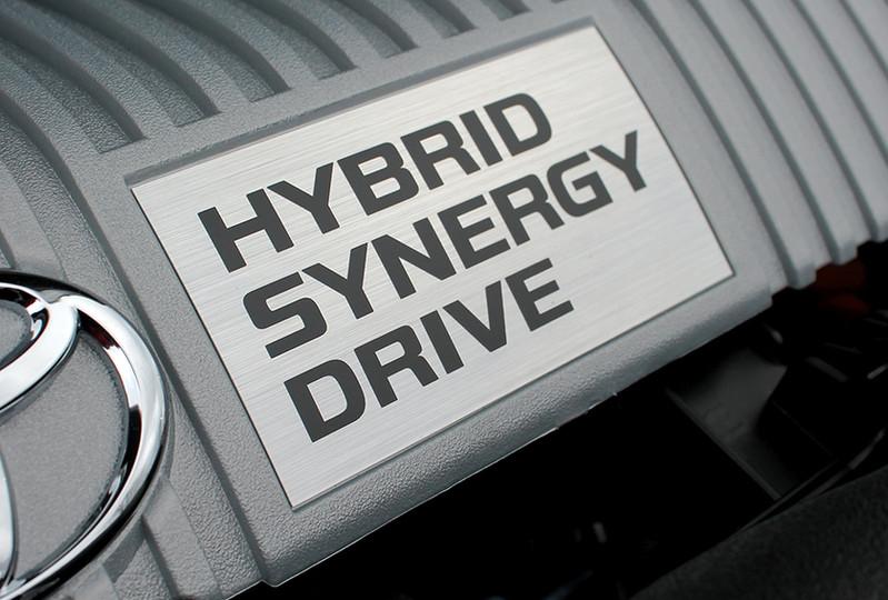 toyota_prius_hybrid_synergy_drive_engine