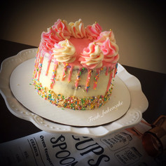 Dual tone drip cake