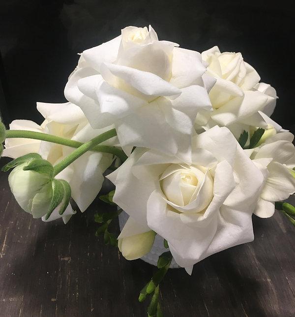 White-modern-floral-arrangements.jpg