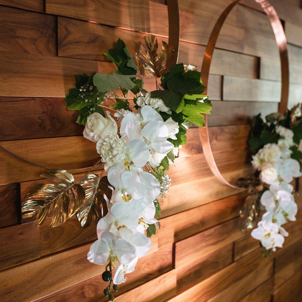 foliage-floral-wreath-installation-queen