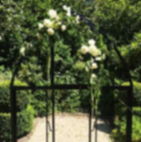 MODERN-WEDDING-BLACK-STYLED-ARCHES.jpg