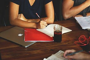 laptop-macbook-writing-hand-working-tabl