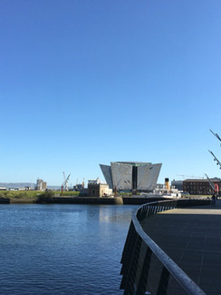 Belfast Blick auf Titanic Museum.jpg