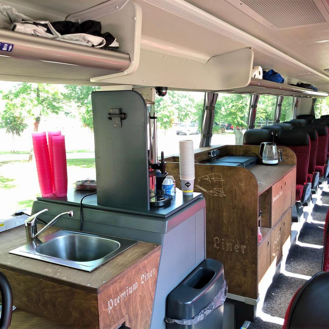Die Bordküche in Premium-Liner Fernreisebus