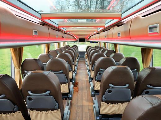 Comfort-Sitzreihen im DIAMOND VIP-LINER Bistrobus