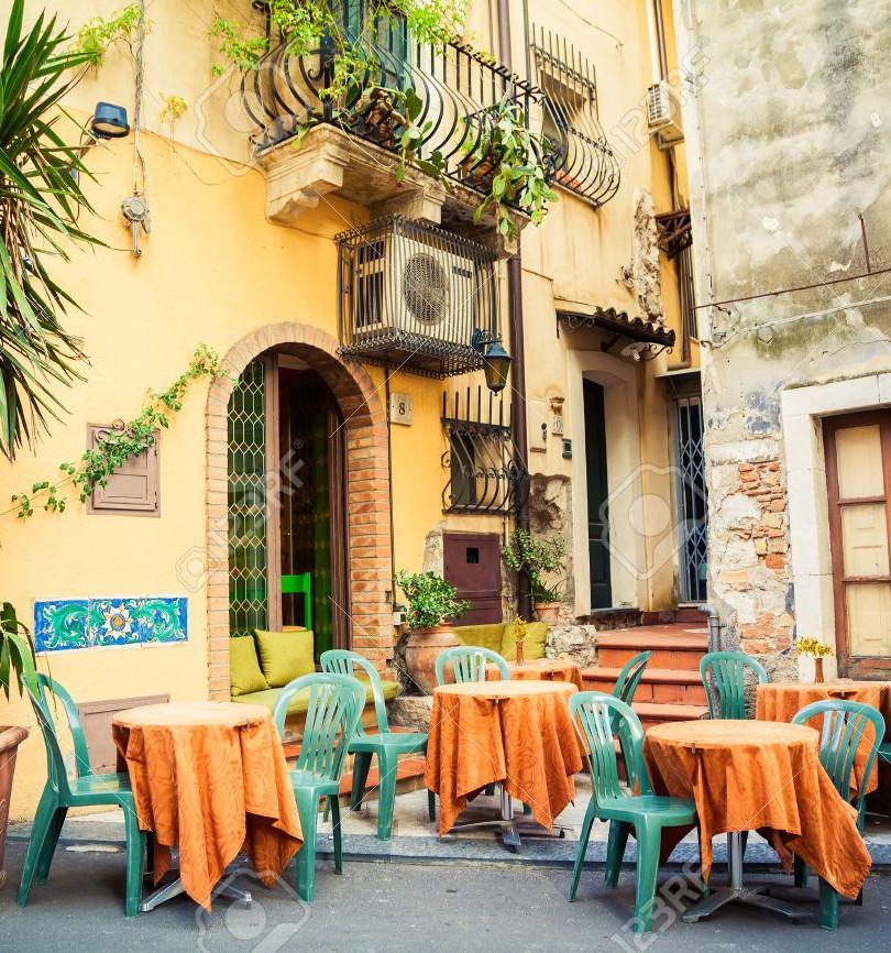 Straßencafé in Taormina