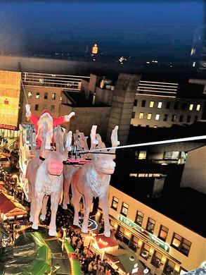 Fliegender Weihnachtsmann Bochumer Weihn