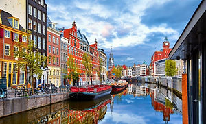 river-houses-in-amsterdam-netherlands.jp