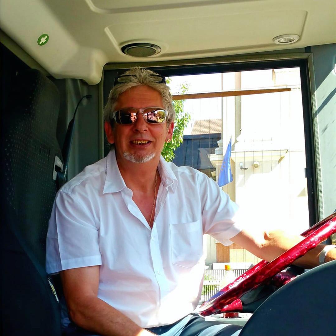 Peter Weiss, der Chef fährt den VIP-Liner Bistrobus