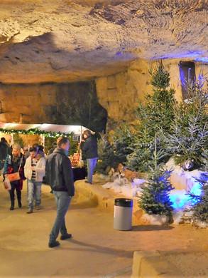Valkenburg Weihnachtsmarkt-Grotte.jpg