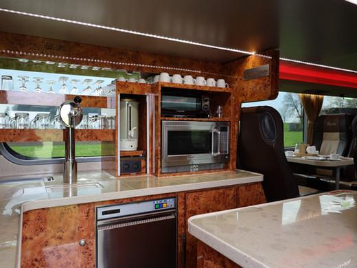 Küchenbereich DIAMOND VIP-LINER Bistrobus