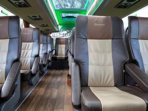 exclusive 3er DeLuxe-Bestuhlung im DIAMOND VIP-LINER Bistrobus