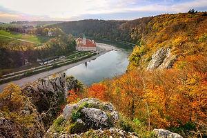 Herbstpanorama Kloster Weltenburg.jpg