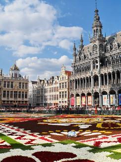 Grand Place mit Rathaus in Brüssel