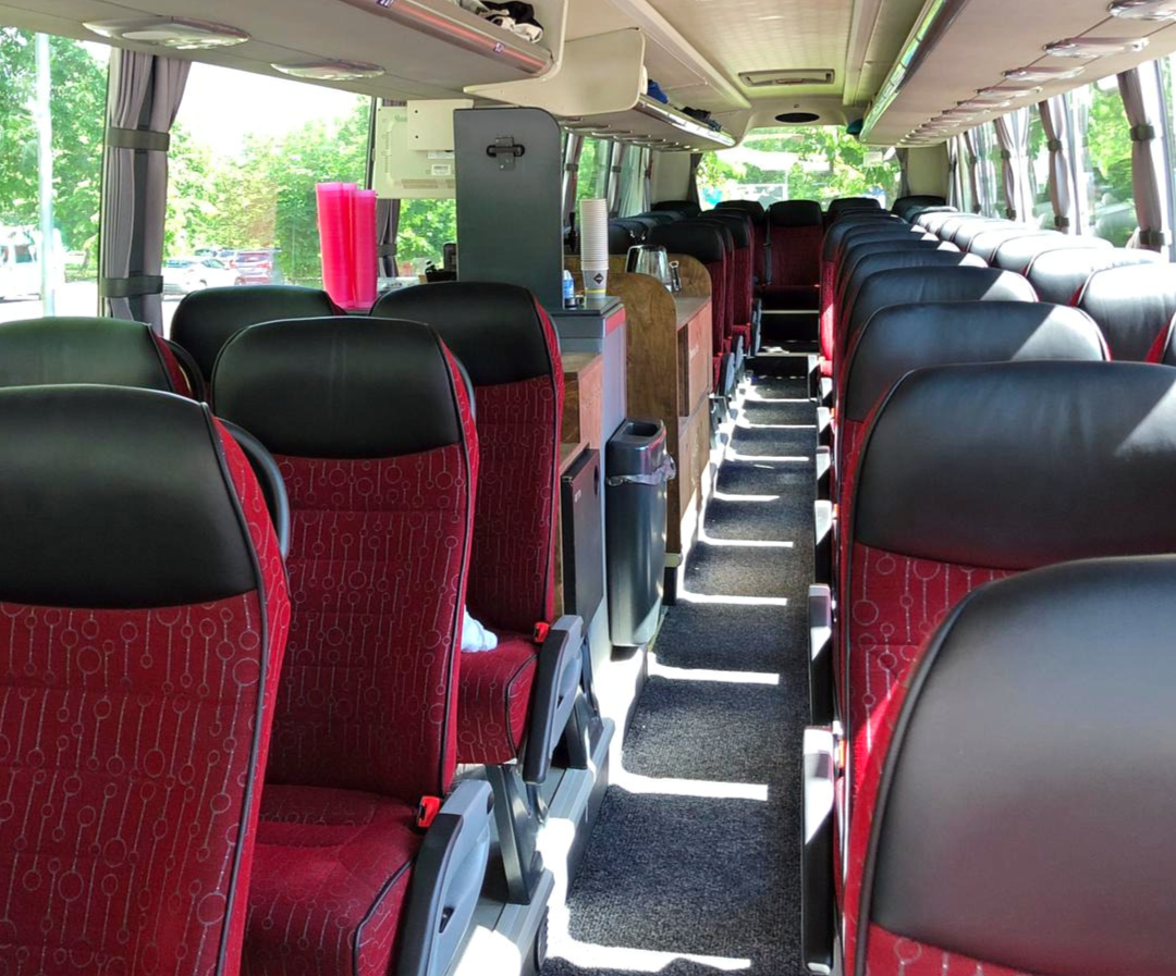 4-Sterne Bestuhlung in unserem Premium-Liner Fernreisebus