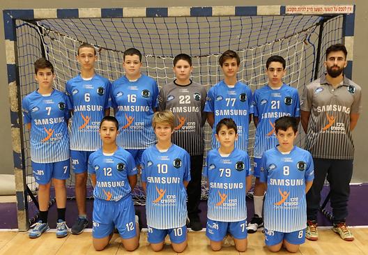 תמונה קבוצתית שחקני קבומת הנוער כיתה זי-ח