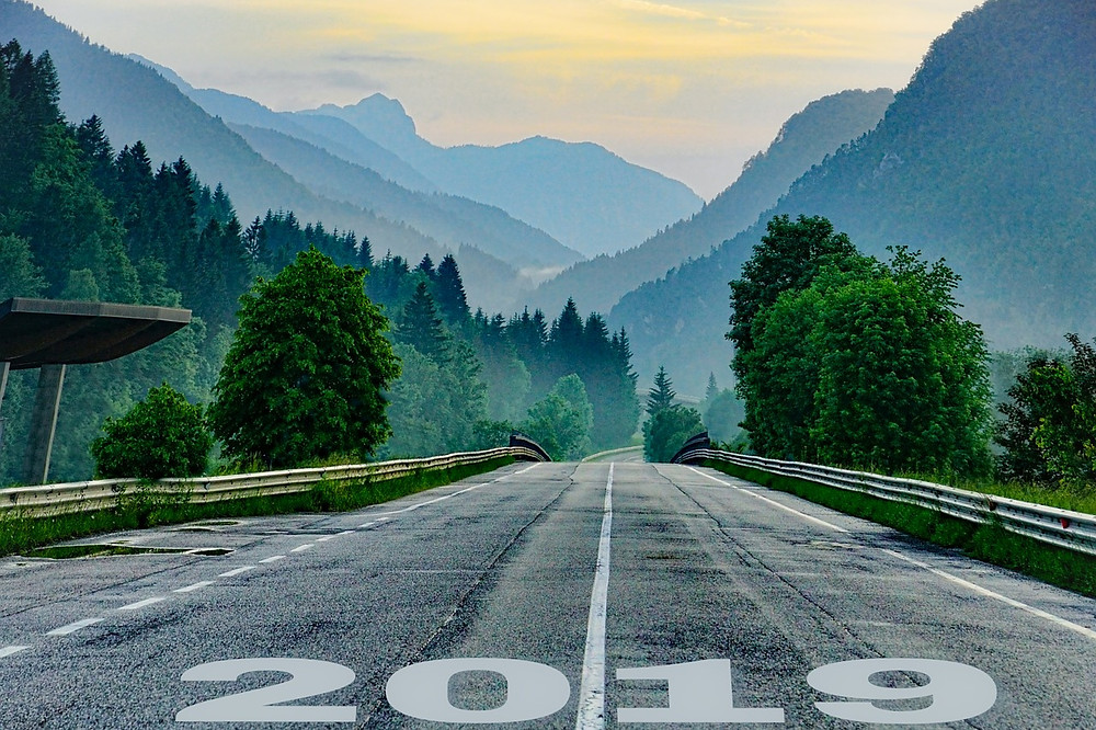 כביש מהיר ועליו כיתוב 2019