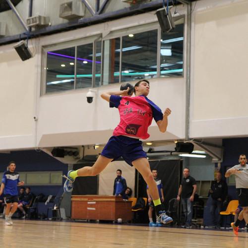 שחקן אסא תל אביב לפני זריקת כדור