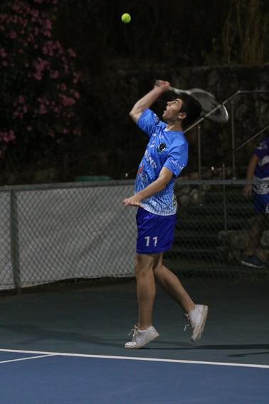 גלעד נפתלי משחק טניס.jpg
