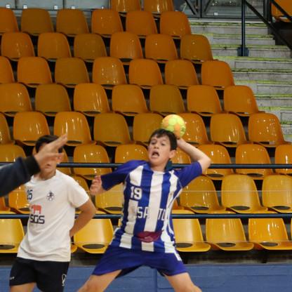 שחקן נוער אסא תל-אביב זורק ונסה לאיים על שער היריבה