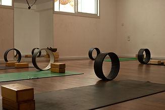 גלגלי יוגה דהרמה בסטודיו רנטה לוקאש.jpg