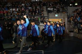 שחקני מחלקת הנוער אסא תל אביב צועדים בטק