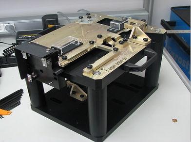 מתקן אינטגרציה לספסל אופטי של משדר לייזר.
