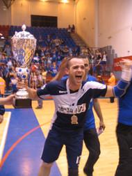 עמיר שור חוגג עם גביע המדינה בעונת 2007-8.jpg