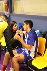 """שחקן אס""""א תל-אביב עומרי יאיר מקבל טיפול על ספסל הקבוצה במהלך משחק.JPG"""
