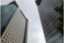 הקצה העליון של מגדלי המשרדים בסר 1, 2 בר