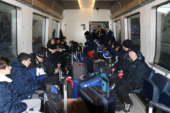 שחקני מחלקת הנוער אסא תל אביב ברכבת בדרך