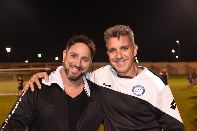 פליקס חלפון ומאמן בית הספר לכדורגל.JPG
