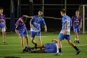שחקני הנוער של אסא במאבק על הכדור.jpg