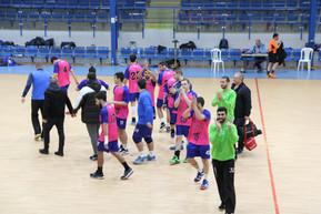 """שחקני אס""""א תל-אביב מודים לקהל בסיום משחק נגד סביון"""