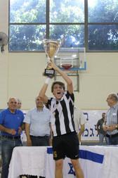 """קבוצת נערים ט אס""""א תל אביב עם גביע המדינה.jpg"""