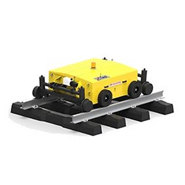 """RailCart היא כלי גורר/דוחף בדומה לכלי הPowerPusher המותאם לעבודה על גבי מסילה - בעל כוח משיכה עד 9000 ניוטון. עבודת תחזוקה בסביבת מסילת רכבת לרוב מאופיינת בבעיית נגישות. הכלי בעל מערכת Hy-Rail מתוחכמת המאפשרת נסיעה על רצפה ובעת הצורך מעבר לנסיעה על גבי המסילה. הפעלת  הפעלת הכלי מתאפשרת ע""""י שליטה מרחוק או ע""""י אדם הולך - פתרון חסכוני המצמצם את התלות בנהגי רכבת מוסמכים. הכלי מופעל מצבר, ידידותי לסביבה ללא אדי דיזל וכמעט ללא רעש - מתאים לשימוש מקורה ומנהרות."""