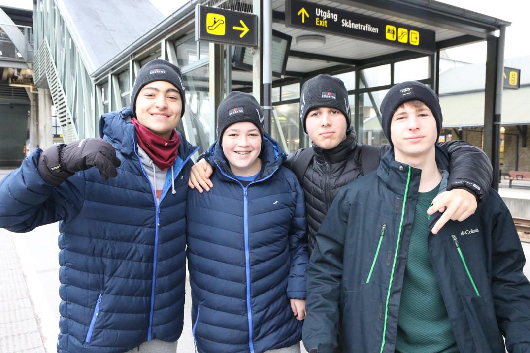4 שחקני מחלקת הנוער אסא תל אביב מחכים לר