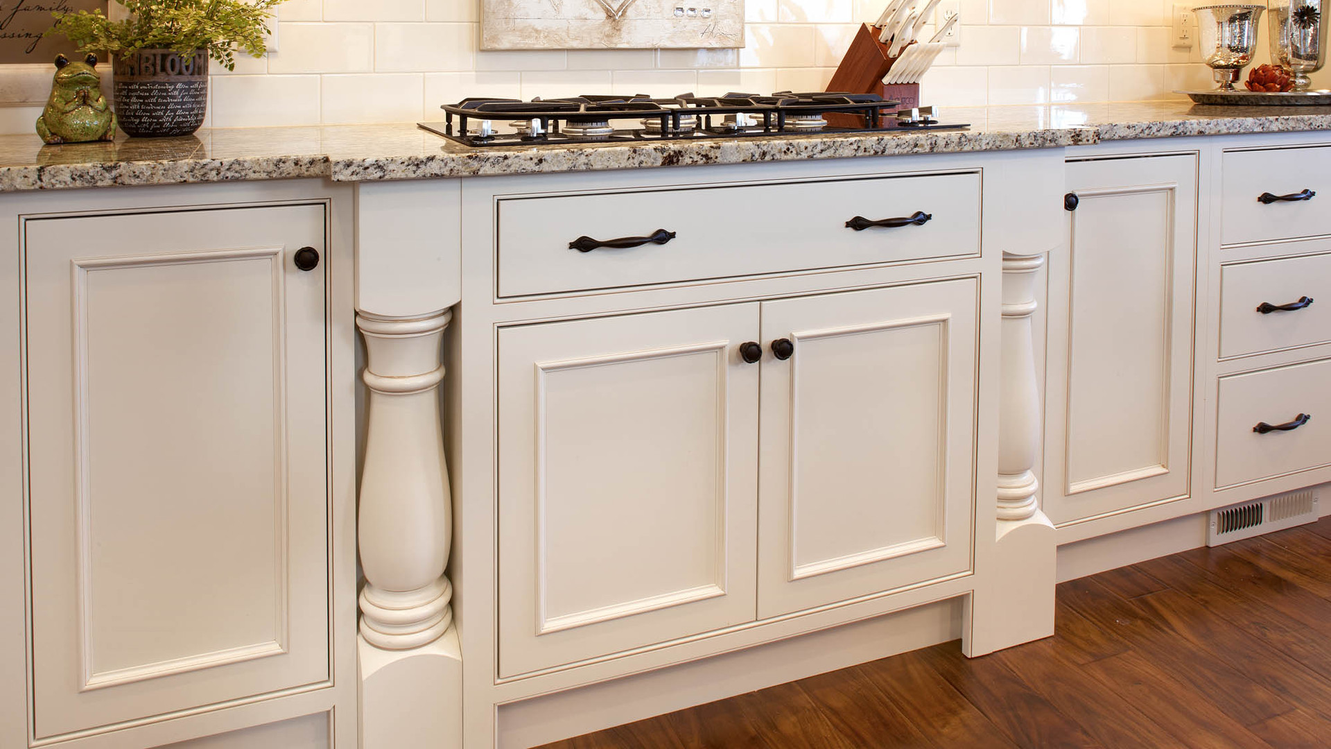 graceful.classic-savannah-kitchen-turned