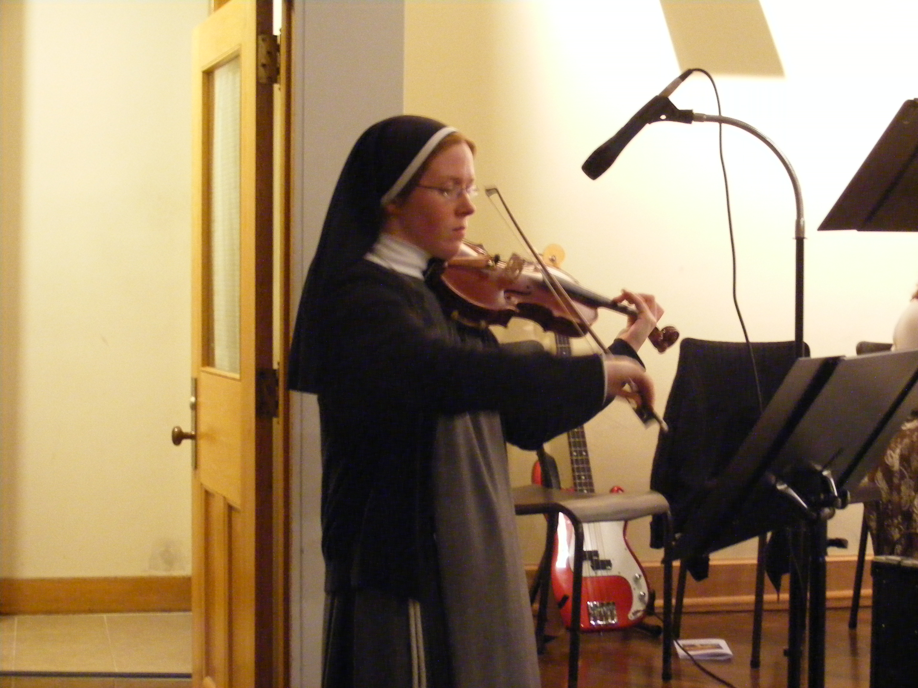 Sr Ilaria playing the Violin