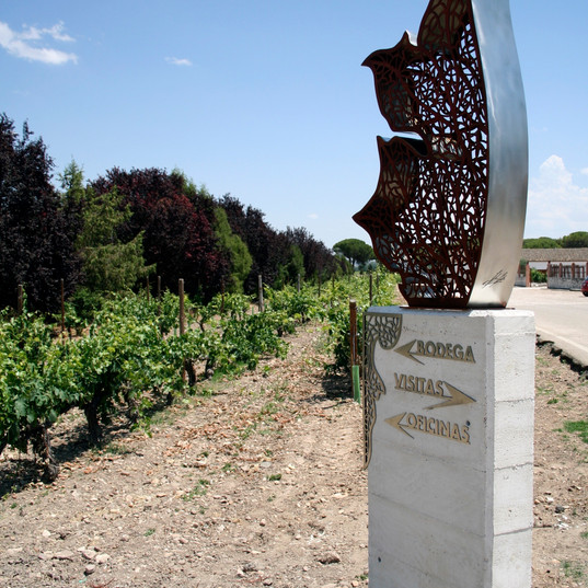Escultura Dehesa de los Canonigos.JPG