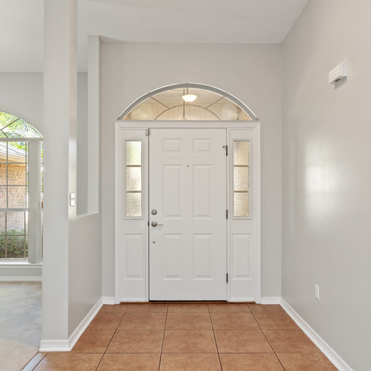 Beautiful Entrance with High Ceiling