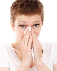 femme-rhume-mouchoir-malade.jpg