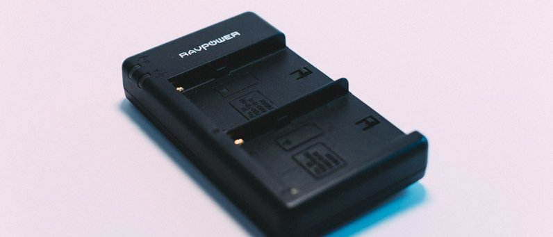 Sony NP-FM55H/NP550 Charger (RavPower)