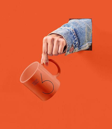 Cup_with_Hand_Mockup_cópia.jpg