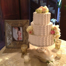 Petal Effect cake with flowers