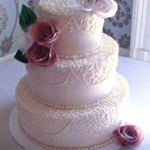 Corenelli lace wedding cake