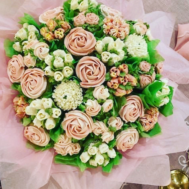 Pink and white assorted cupcake bouquet